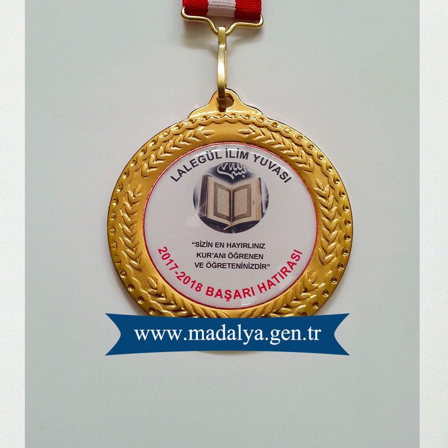 kur'an-kursu-madalyası-kur'an-okuma-ödülü